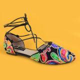 Закрытые сандалии квартир вычуры связи Ankel пальца ноги для женщин и повелительниц