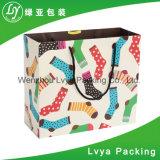 Рециркулированный бумажный мешок вися с хозяйственной сумкой мешка ботинка ручки упаковывая бумажной