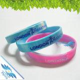 Les bracelets faits sur commande Debossed de silicones de promotion réunit les bracelets en caoutchouc pour la vente en gros