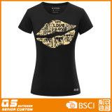 Camiseta del beso de la manera de las mujeres