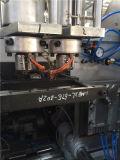 Пластмасса разливает машину по бутылкам вращательной прессформы