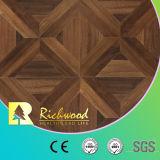 La teca de la textura del tablón del vinilo de la viruta enceró el suelo de madera afilado del laminado de madera