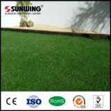 Лужайка травы производителя 38mm Китая искусственная для пластичного сада