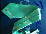 Cravate estampée par polyester vert avec le logo à la grande extrémité