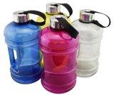 O jarro de água plástico da ginástica, aptidão ostenta o frasco, frasco do abanador da proteína