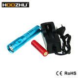 최대 900lm를 가진 Hoozhu U10 잠수 빛은 80m를 방수 처리한다