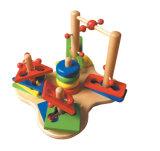 Giocattoli di legno che merlettano i branelli in una casella