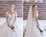 2017 Schutzkappen-Hülsen-Tulle-weißes Falte-Ballkleid-Hochzeits-Kleid mit Applique