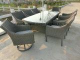 Mobília do pátio Mesa de jantar de ratã com conjunto de cadeira giratória