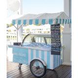 青および白のストリップカラーアイスクリームのカート