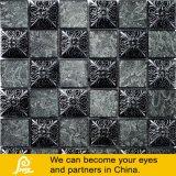 Mosaico de cristal del papel de empapelar con el molde de la resina en negro