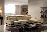 居間のソファーはL形の革ソファとセットした