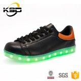 卸し売り防水Lace-up偶然靴USB有料電池式LEDの靴
