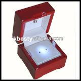 LED-Ring-Schaukarton mit Furnier-Blattende