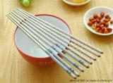 Bacchette cinese, blu e bianca di stile immemorabile della porcellana dell'acciaio inossidabile, bacchette lavabili