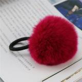 毛皮POM POMは車のための毛皮の球のキーホルダーの毛皮の球のキーホルダーを卸し売りする