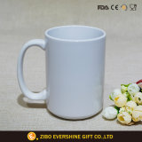 Weißer unbelegter keramischer Becher für Kaffee oder Milch