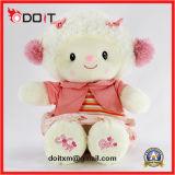 O animal enchido dos carneiros cor-de-rosa encheu o brinquedo enchido carneiros dos carneiros
