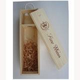 ギフトの包装のためのふたの木箱を滑らせている自然なカラーマツ