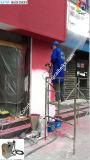 Pintar la máquina del aerosol con el arma de la capa