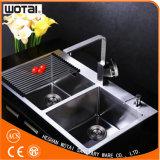 Singolo colpetto del rubinetto della cucina della maniglia della parte girevole quadrata di figura