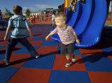 Azulejo de goma del patio al aire libre para los niños