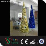Le motif de guirlande allume des lumières d'arbre de cône de Noël