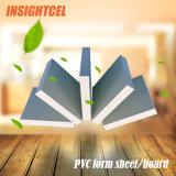 El panel del PVC, tarjeta de Celuka, haciendo publicidad. Muebles