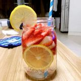 Neue Entwurfs-Glasflaschen-Getränkeflasche mit Griff