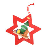 Ornamento di legno dell'albero di Natale con il disegno dell'Mini-Albero e dell'orso in azione