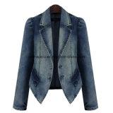 方法女性はデニムのジーンズのコートの外の摩耗の屋外のジャケットを細くする