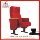 高密度スポンジが付いている古典的な講堂の椅子