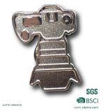 サンドブラスティング銀製Pinのバッジ(BD-031)を押す鉄