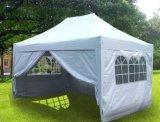 屋外の昇進の折る結婚式のテント