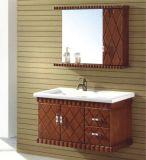 Governo di stanza da bagno fissato al muro di legno solido di disegno semplice
