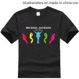Les T-shirts des hommes dans la chemise courte dans le coton dans les transferts thermiques d'écran