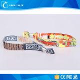 Изготовленный на заказ высокий обеспеченный Wristband ткани с пластичной крепежной деталью