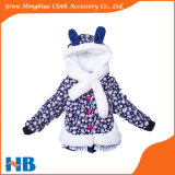 De Kinderen die van de Manier van de winter de Lagen van Meisjes met Sjaal kleden