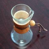 De koude brouwt Koffiezetapparaat, giet over Dripper van de Koffie