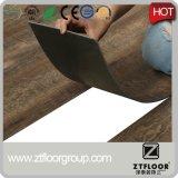 Материал текстуры здания настила PVC деревянный с водоустойчивым AC3