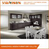 Gabinete de cozinha preto luxuoso da madeira contínua com a porta do teste padrão do abanador