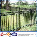 電流を通された柵の錬鉄の塀