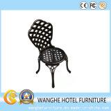 옥외 정원 금속 안뜰 가구 구석 부분적인 의자
