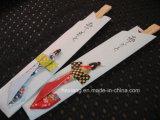 Chopsticks japoneses descartáveis envolvidos papel descartáveis