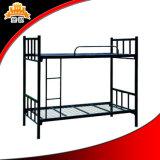 学校の寮学生の二段ベッド