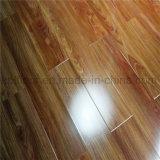 8 u. 12mm hoher glatter lamellenförmig angeordneter Bodenbelag