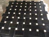 Pietra nera e mattonelle di pietra bianche del reticolo di Basketweave del mosaico