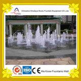 Прямоугольные фонтаны воды с подземными соплами