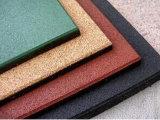 Carrelages en caoutchouc réutilisés colorés