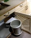 白く標準的な純木のカスタマイズされた食器棚